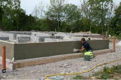 Mura leca på betongplatta