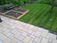 Lägga plattor i trädgården