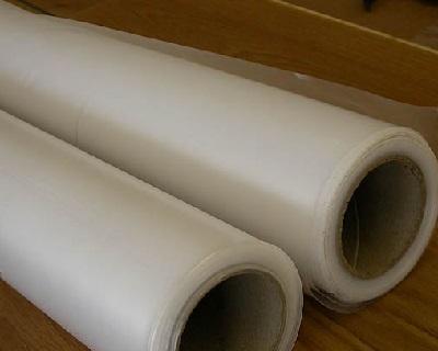 Plastfolie och installera krypgrundsavfuktare